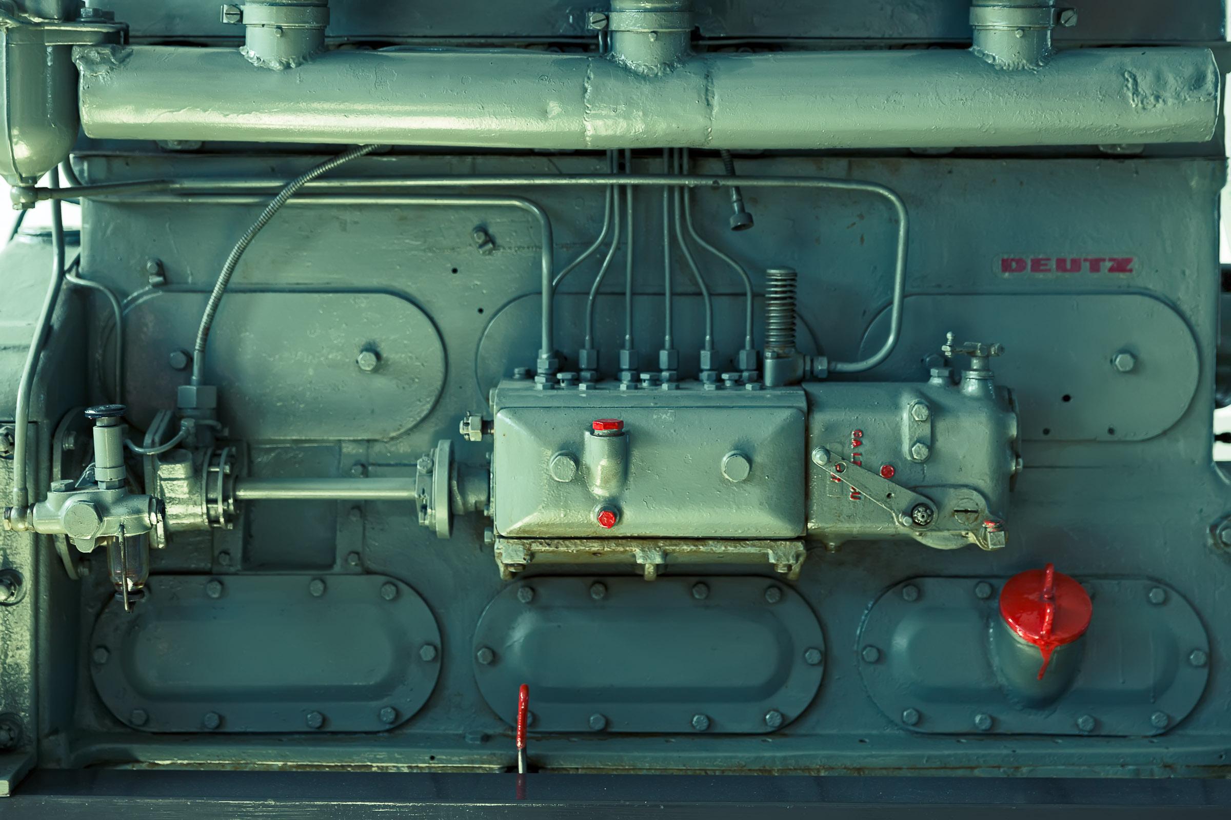 Deutz engine green red