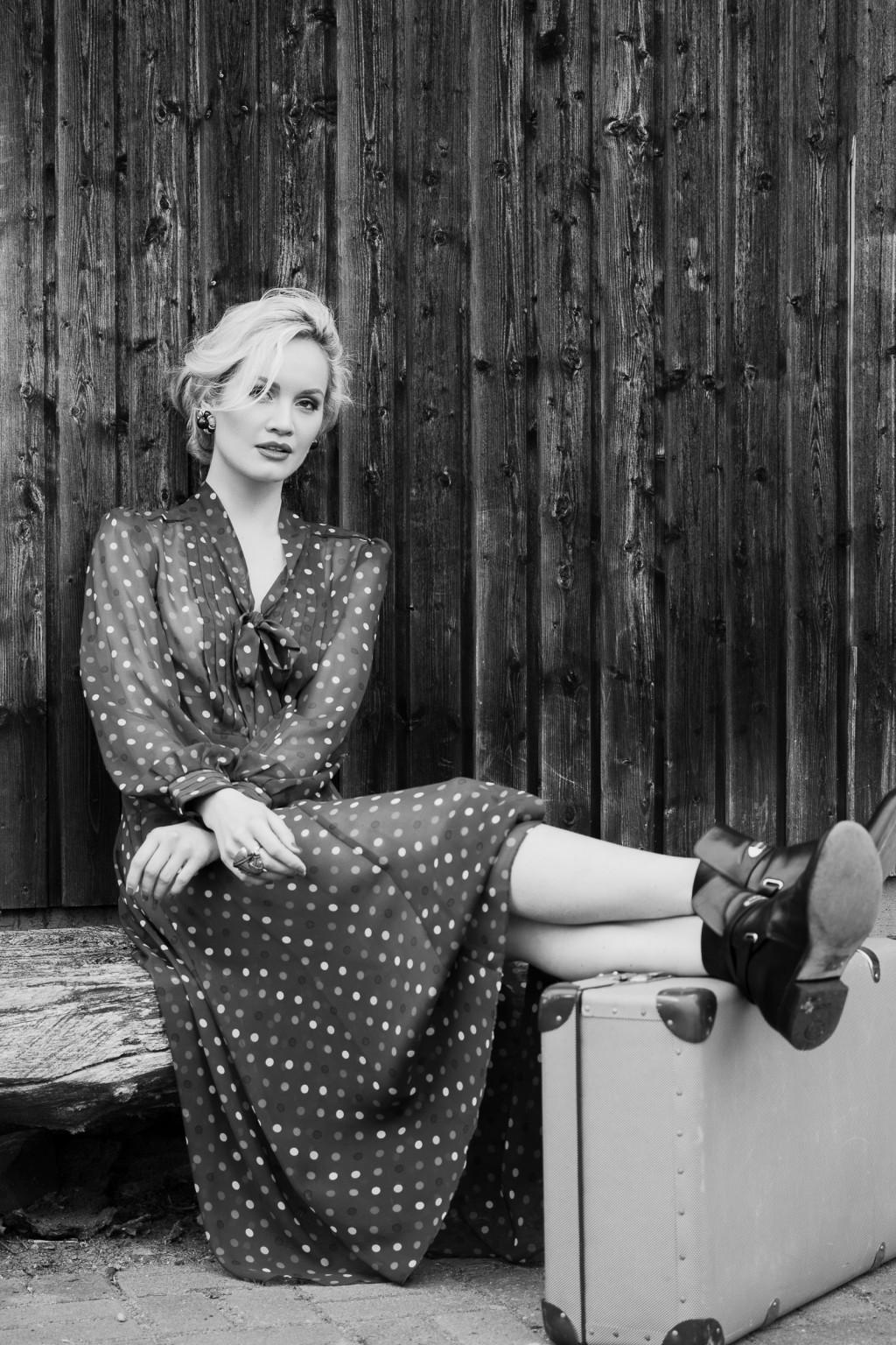 portrait black&white female on location by rosephotography
